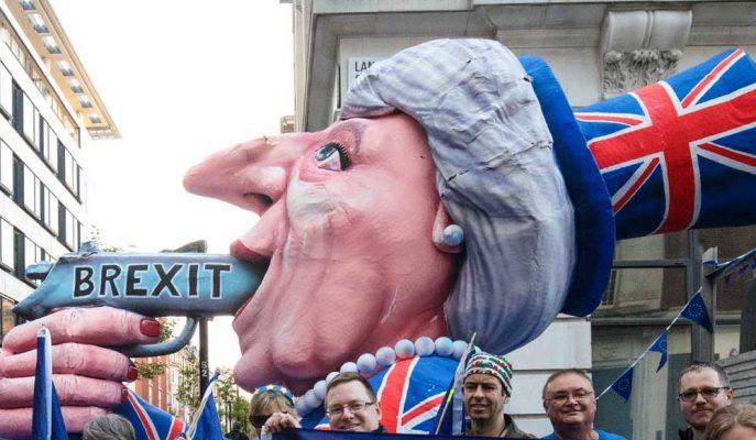Kendi Bakanları Theresa May'i Kovma Planları Yapıyorlar