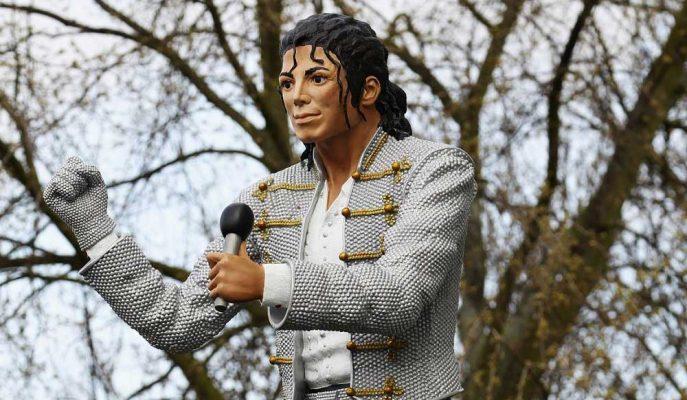 Michael Jackson'ın Heykeli Taciz İddiaları Sonrasında Ulusal Futbol Müzesi'nden Kaldırıldı