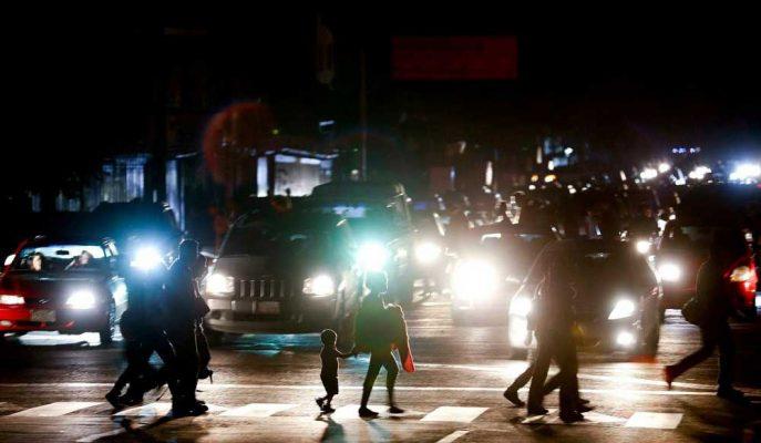 Venezuela'daki Elektrik Kesintisi Ülkeyi Karanlıkta Bıraktı, Maduro Suçlu İlan Edildi