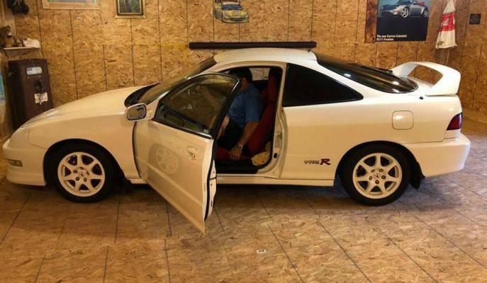 Garajının Ahşap Kaplı Bölümünde 10 Yıl Saklanan Acura Integra Type R Satış için eBay'de