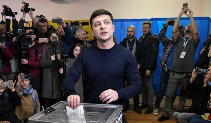 Komedyen Aday Başkanlık Yarışını Önde Götürürken Poroşenko Gençlerden Yardım İstedi