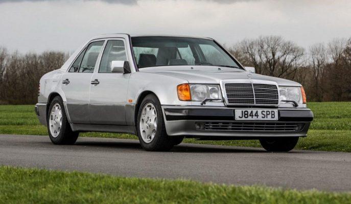Komedyen Rowan Atkinson 29 Araçtan Biri Olan Mercedes 500E'sini Satıyor!