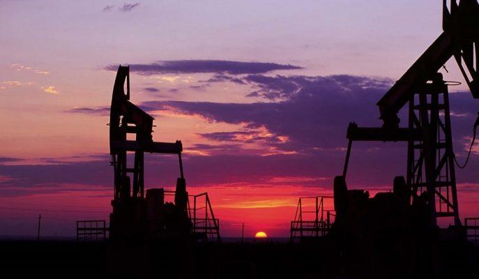 Petrol, ABD'nin Orta Doğu'ya Savaş Gemilerini Yollamasıyla Kazançlarını Koruyor