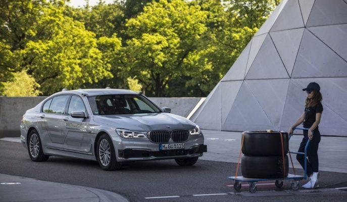 BMW, Seviye 4 Otonom Sürüş ile Sürücüleri Emekli Edecek!