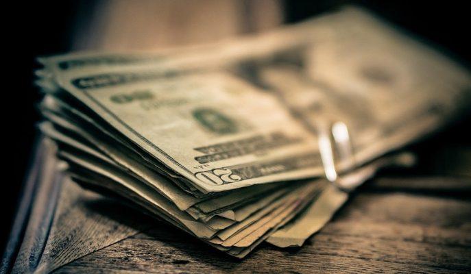 Moody's Sonrası Haftaya Yükselişle Başlayan Dolar 5,88'e Geriledi