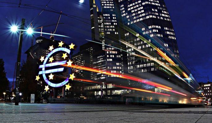 Ekonomistler AMB'nin Eylül'de Faiz İndirimine Yönelebileceğini Duyurdu