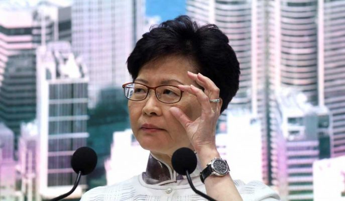 Hong Kong Lideri Özür Dilese de İstifa Çağrılarını Reddetti!