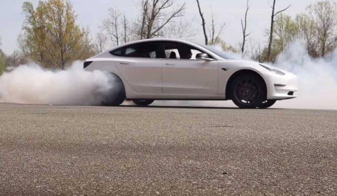 Tesla Model 3 RWD Sürümü Markanın İşlerini Karıştırdı!