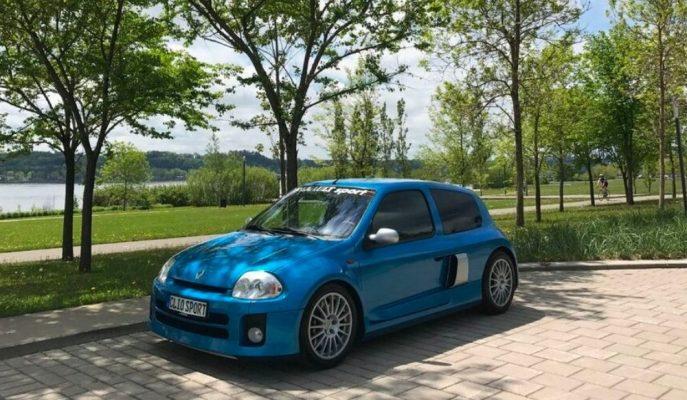 Clio'ların En Tehlikelisi V6 Sport'un İyi Kondisyondaki Bir Örneği Satılıyor!