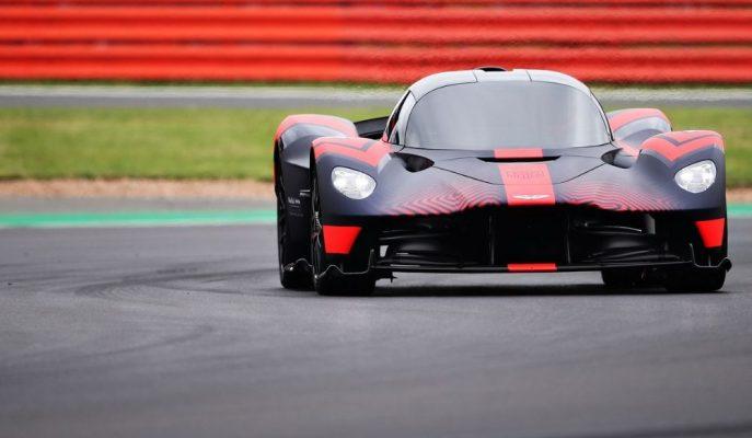 Aston Martin Valkyrie Hypercar'ı Silverstone Pisti Asfaltını Parlatıyor!