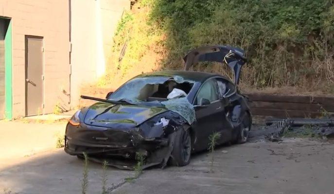 """Tesla Model 3 """"12 Metre Yükseklikten"""" Yere Çakıldı!"""