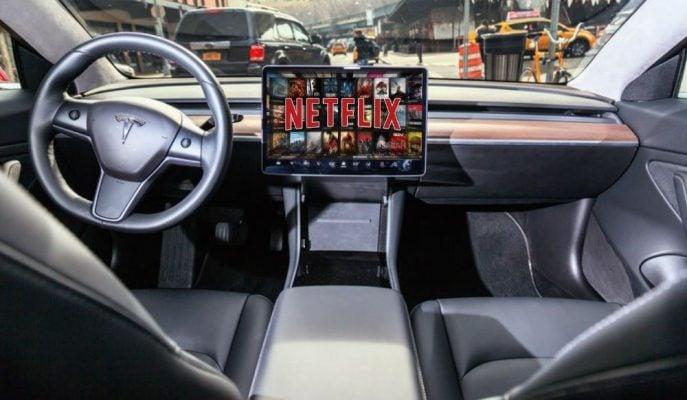Tesla, Araç içi Eğlencelerine Netflix ve YouTube'yi Ekliyor!