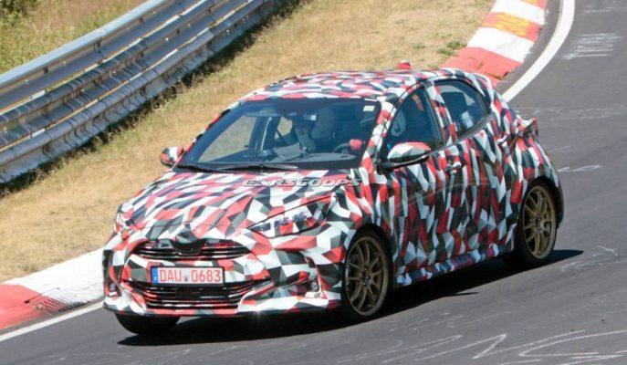 2020 Toyota Yaris'in İki Farklı Prototipi Nürburgring Pisti'nde Görüntülendi!