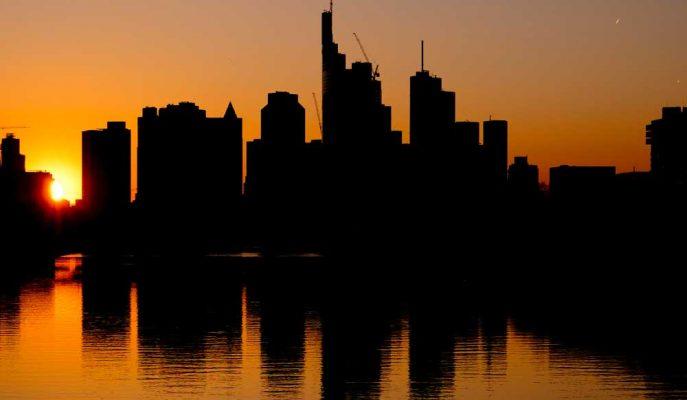 Almanya İyimser Veriye Rağmen Hala Gerileme Yolunda İlerliyor