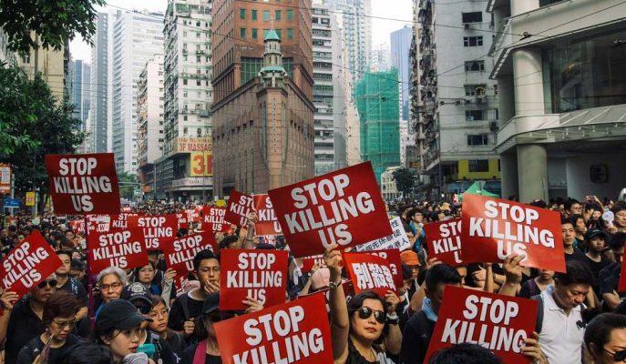"""Hong Kong'un En Zengin İş İnsanından """"Öfkeyi Sevgiyle Durdurma"""" Çağrısı"""