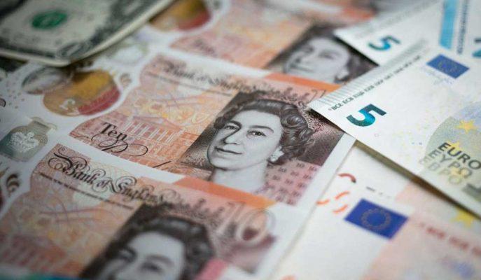 Sterlin Johnson'ın Tatil Talebiyle Euro ve Dolar Karşısında Değer Kaybetti