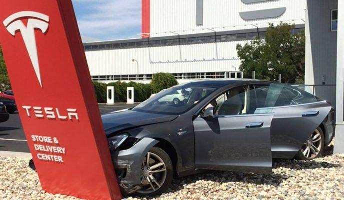 """Tesla, Araç Sahiplerine Avantajlı """"Özel Marka Sigortasını"""" Başlatıyor!"""