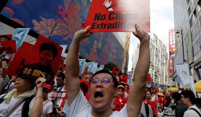 Trump Hong Kong'daki Sorunun, Xi'nin Protestocularla Görüşmesiyle Çözüleceğini Söyledi