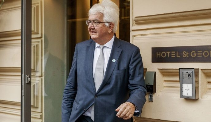 """AMB Guvernörü Holzmann Uygulanan Teşvik Politikasını """"Hatalı"""" Buldu"""