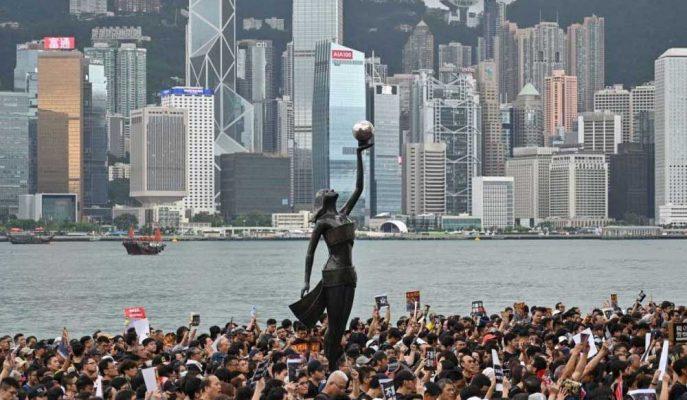 Fitch, Şehirdeki Huzursuzluk Nedeniyle Hong Kong'un Kredi Notunu Düşürdü