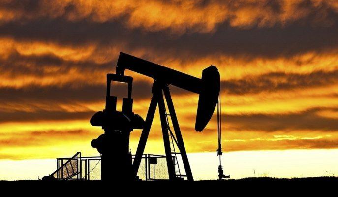Petrol Fiyatları ABD Stoklarının Artmasıyla %1'e Yakın Ekside Seyrediyor