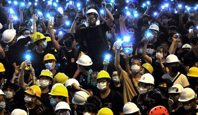 Protestoların Darbesiyle Hong Kong Ekonomisi Resesyona Girdi