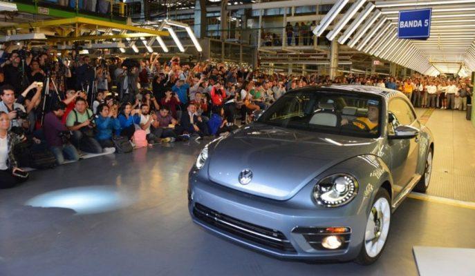 VW, Üretimine Son Verilen Beetle'nin Banttan İnen Final Aracını Satıyor!