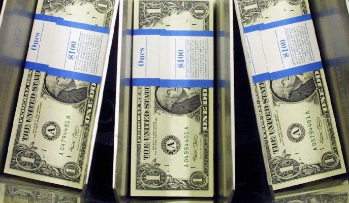 ABD Verilerinden Önce 5,71'lerde Seyreden Dolar/TL Sıkıştığı Dar Banttan Çıkamıyor