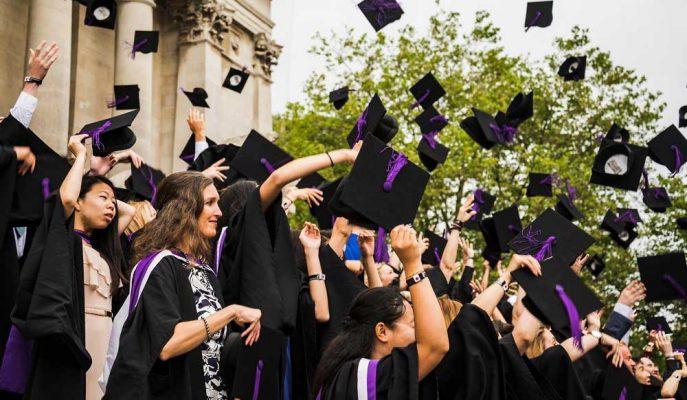 ABD'li Öğrencilerin Borcunu Affetmek Ekonomiyi Destekleyecek