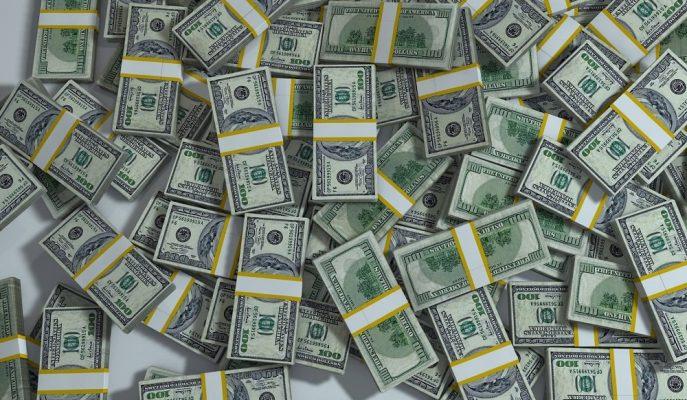 Dolar/TL Sıkıca Tutunduğu 5,70'lerdeki Seyrini Koruyor