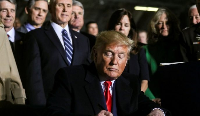 Trump, ABD Tarihinin En Yüksek Savunma Bütçesini İmzaladı: Türkiye'ye Yaptırımlar Yolda!