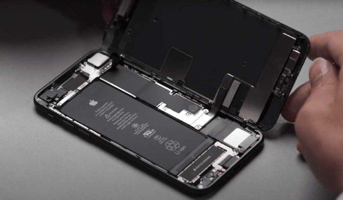 Apple'ın Uygun Fiyatlı Telefonu iPhone SE Parçalarına Ayrıldı