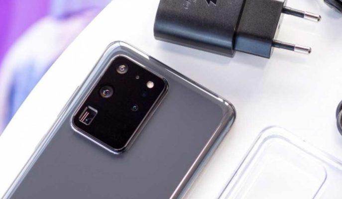 Samsung, Galaxy S21 Serisinden iPhone 12'de Olduğu gibi Şarj Aletini Çıkarıyor
